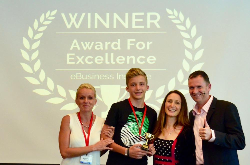Paulina Neumann and Max Neumann winning digital marketing award from Matt Raad and Liz Raad